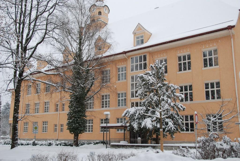 Grundschule im Winter
